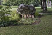 """19 TRÄNE  (Ausstellung """"ZEIT LOS LASSEN"""", Schosshaldenfriedhof, Bern/Ostermundigen 2019)"""