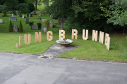 "22 JUNGBRUNNEN (Ausstellung ""ZEIT LOS LASSEN"", Schosshaldenfriedhof, Bern/Ostermundigen 2019)"