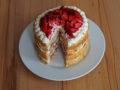 Mandelbiskuit-Erdbeer-Torte